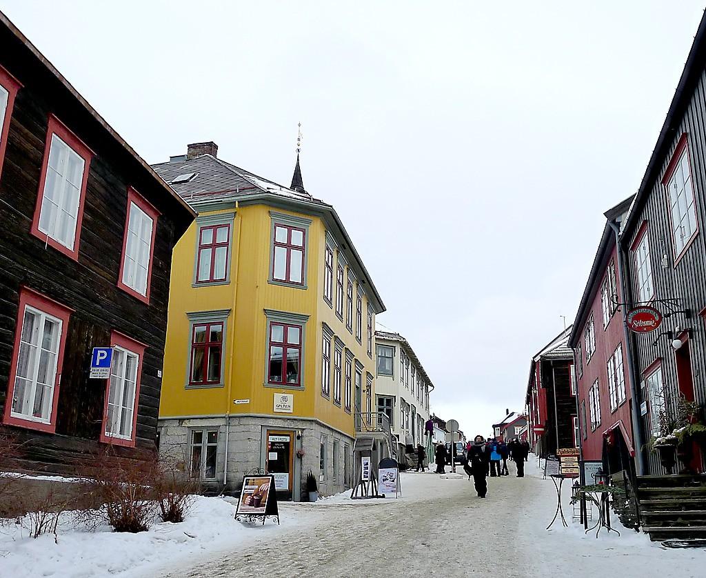 Den gule Farjar-gården i Kjerkgata hvor Brødrene Krogs Uldvarefabrik ble startet.