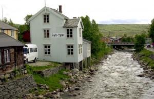 Det gamle avishuset ved Hitterelva. Avismuseet Fjell-Ljom, min første arbeidsplass.