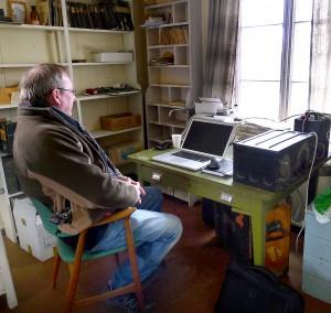 Jan Erik på sitt gamle kontor, der han arbeidet som journalist fra 1973.