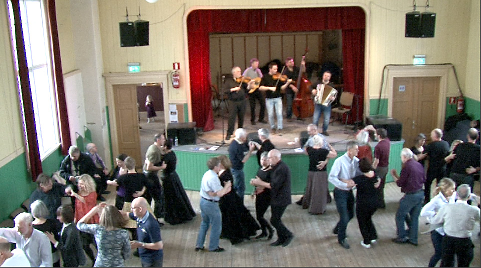 Middagsdans i Sangerhuset, en tradisjon som fortsatt lever under Rørosmartnan.