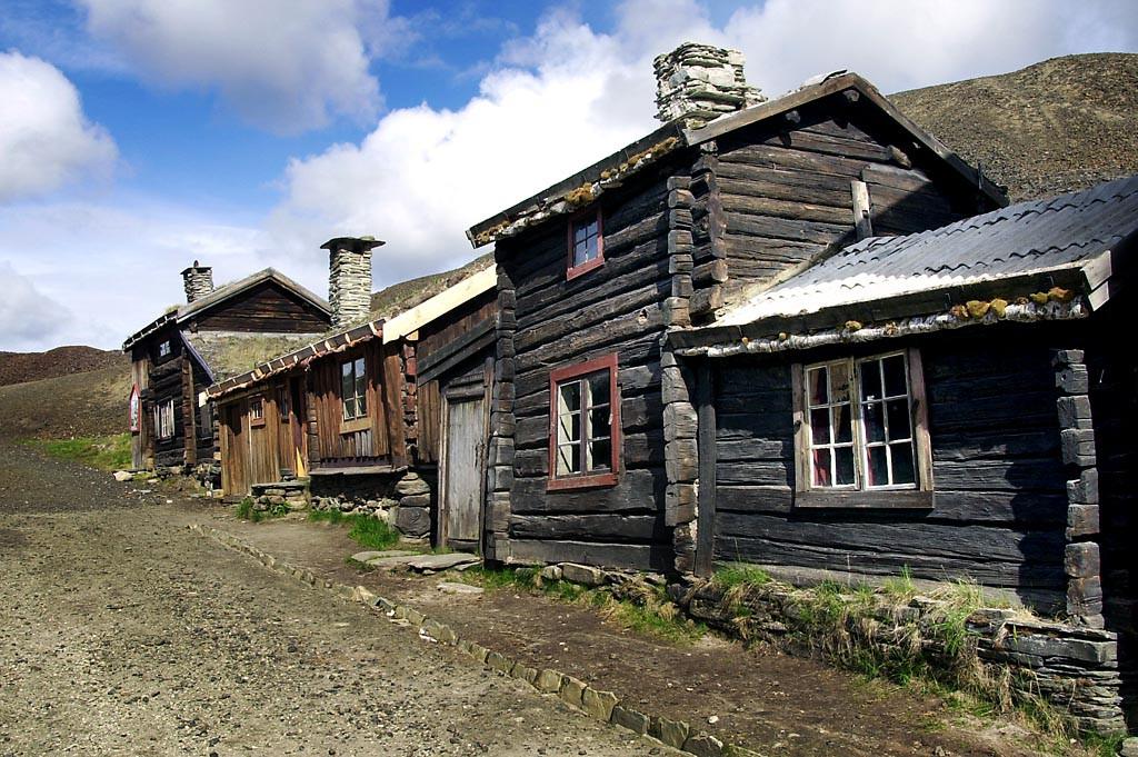 I sleggveien står flere fredete hus som viser hvordan gruvearbeidere og håndverkere bodde i gamle dager. Slegghaugen Sleggveien Smelthytta Museet
